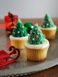 クリスマスツリー風のカップケーキ
