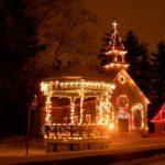 小さな町の小さな教会、心温まるクリスマスイベントとパーティー