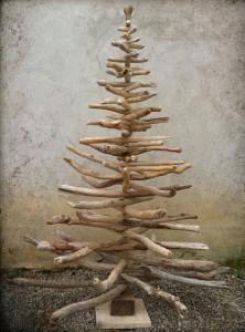 流木で作ったクリスマスツリー