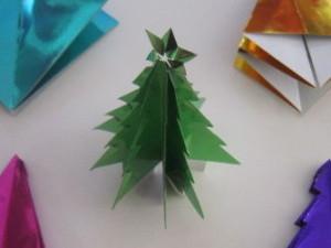 折り紙で作ったクリスマスツリー